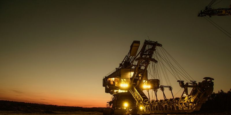 mining-excavator-1736293-960-72044E7E7FB-496F-0021-307C-07601490EE93.jpg